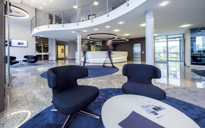 Das Foyer der Unternehmenszentrale der Ecclesia Gruppe in Detmold.