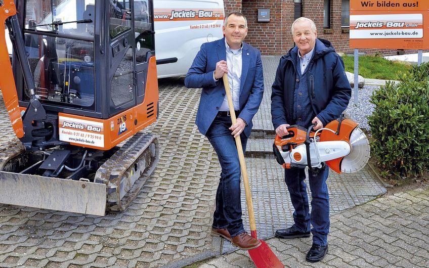 Ralf van Geffen, Geschäftsführer von Jackels Bau,  mit Prokurist Lothar Mertens (v.l.)(Foto: Jan Schmitz)