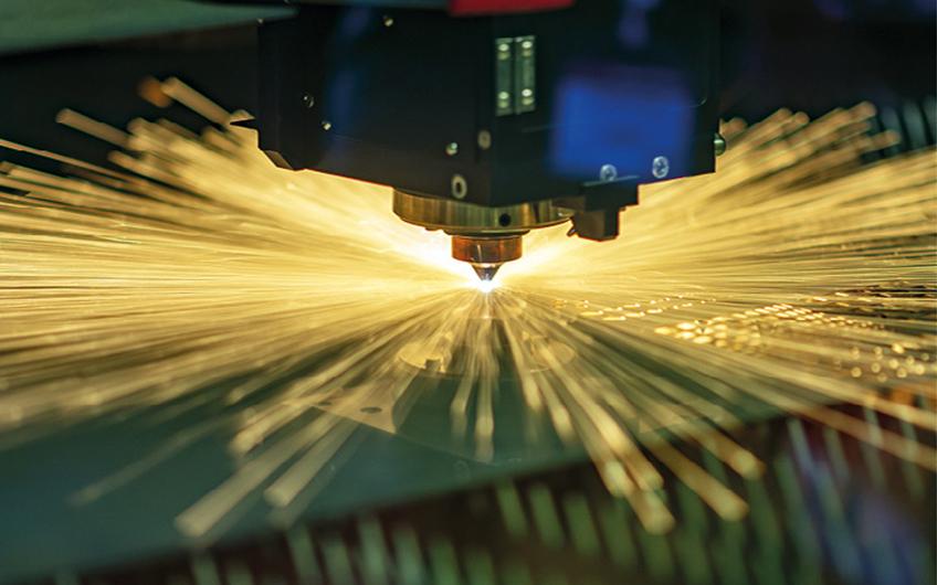 Blechverarbeitung (©  Pixel_B – stock.adobe.com)