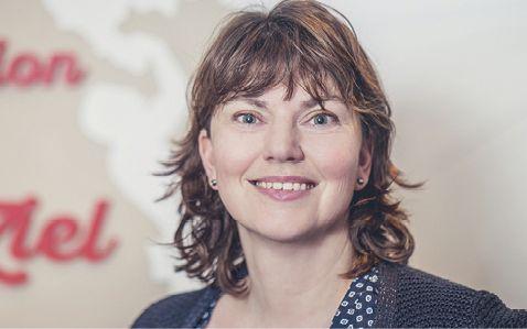 Ute Schmeiser ist seit 2001 selbständige Marketingstrategie-Beraterin. Sie berät Berater und Coaches beim Selbstmarketing on- und offline. Kleine/mittlere Unternehmen unterstützt sie bei Positionierung und Strategie einer Unternehmens- und Arbeitgebermarke. Zudem ist Schmeiser Autorin für Web- und Printtexte.
