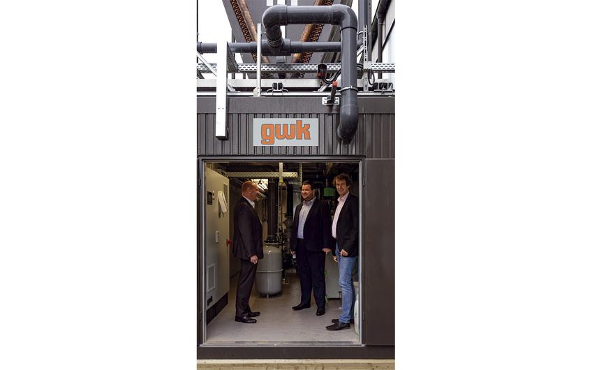 Nach erfolgreicher Abnahme: Werner Schmidt,  Kai Lechner und Fabian Heuel im Container (v.l.) (Foto: Wort & Lichtbild)