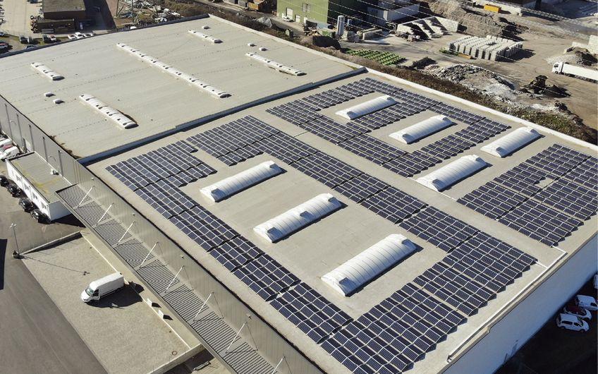 2018 errichtete B&W Energy am Standort der Bleker Autoteile GmbH in Borken eine 420 kWp starke Eigenstromanlage mit Stromspeicher, mit der Bleker vor Ort über 40 Prozent des Strombedarfs deckt