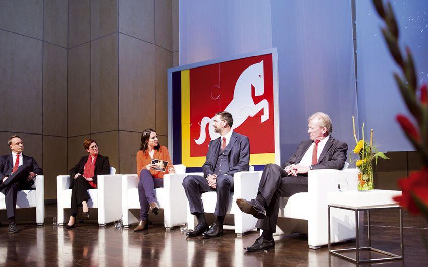 In einer lebhaften Diskussionsrunde thematisierten die Vorstandsmitglieder mit Moderatorin Julia Bauer die Herausforderungen der Zukunft