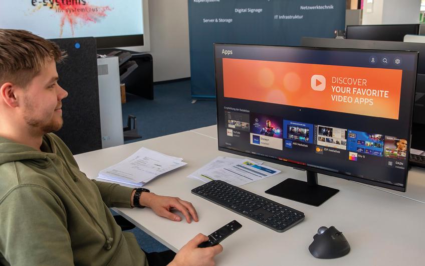 Für die eigenen Mitarbeiter stellt e-systems Smart Monitore bereit, die so konfiguriert sind, dass man sie nach Feierabend auch privat verwenden kann (© Jan Heinze)
