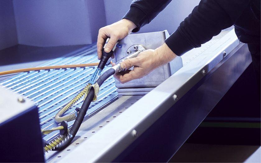 Das Unternehmen bietet auch Druckprüfungen für Schläuche an (Foto: Christoph Meinschäfer)