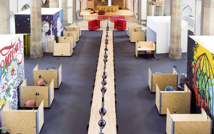 Aus dem denkmalgeschützten Sakralbau St. Elisabeth in Aachen machte die Landmarken AG Deutschlands ersten Co-Working-Space in einem Kirchenschiff Foto:Matthias Moll
