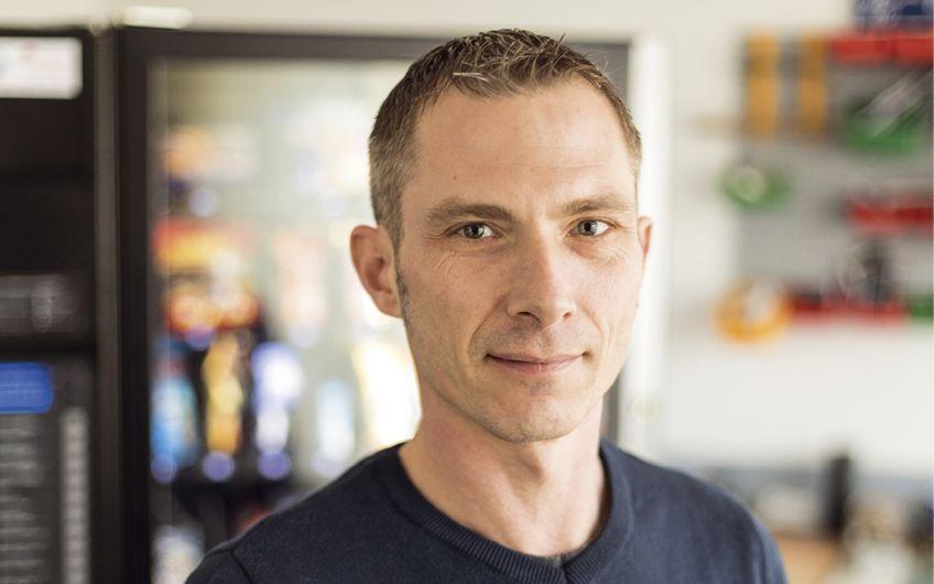 Patrick Holste, Sohn des Firmengründers, engagiert sich in der IHK Bielefeld in übergeordneten Ausbildungsaufgaben und dort als Prüfer tätig (Fotos: Dimitrie Harder)