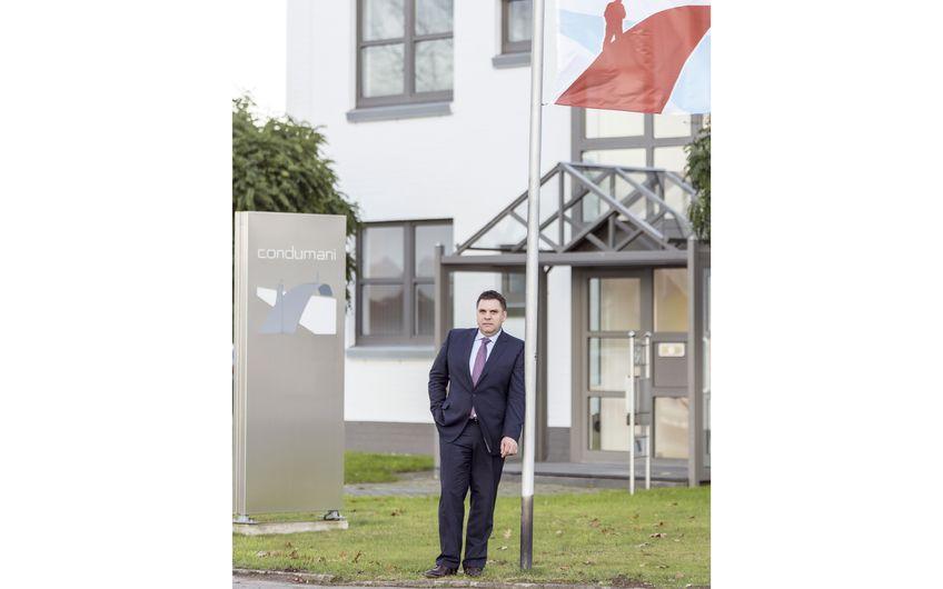 Geschäftsführer Michael Butzen vor dem Firmensitz der  condumani GmbH an der Van-der-Upwich-Straße in Nettetal (Foto: Axel Wascher )