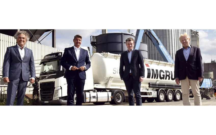 Dieter Thurm, Prokurist Deltaport GmbH & Co. KG, Andreas Stolte, Geschäftsführer Deltaport Niederrheinhäfen GmbH, Jörn Thier und Bernd Schepers (beide Geschäftsführer Imgrund Silogistic GmbH) (v.l.)