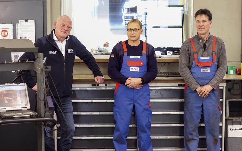 Geschäftsführer Johannes Hoof mit Thomas Kadalla und Jens  Freudenberg verfügen zusammen über 95 Jahre Betriebszugehörigkeit (Foto: rd-pictures.fotograf.de)
