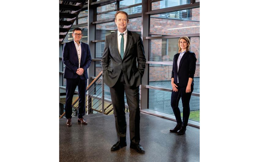 Michael Kalthoff, Vorsitzender der Geschäftsführung (Mitte) mit Thomas Middelmann und Sandra Nierfeld, Bereichsleiter Flächenentwicklung bei der  RAG Montan Immobilien (© RAG Montan Immobilien / Thomas Stachelhaus)