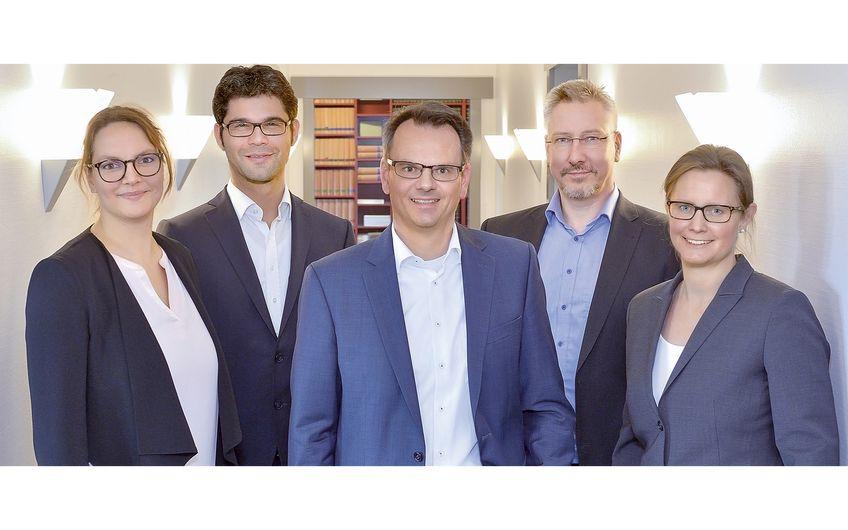 Die Gesthuysen-Patentanwälte: Dr. rer. nat. Melanie Ewerlin, Dr.-Ing. Fabian Niestroj,  Michael Gesthuysen LL.M., Dr.-Ing. Ralf Gödde, Dr. rer. nat. Kathrin Heinrich (v.l.)