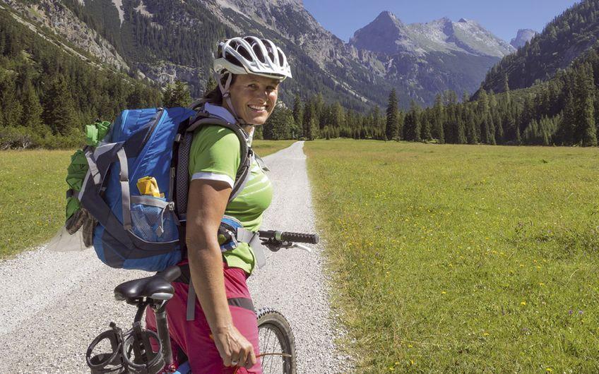 Mit dem Rad über die Alpen – mal eine  ganz andere Herausforderung annehmen (Foto: ©mmphoto – stock.adobe.com)