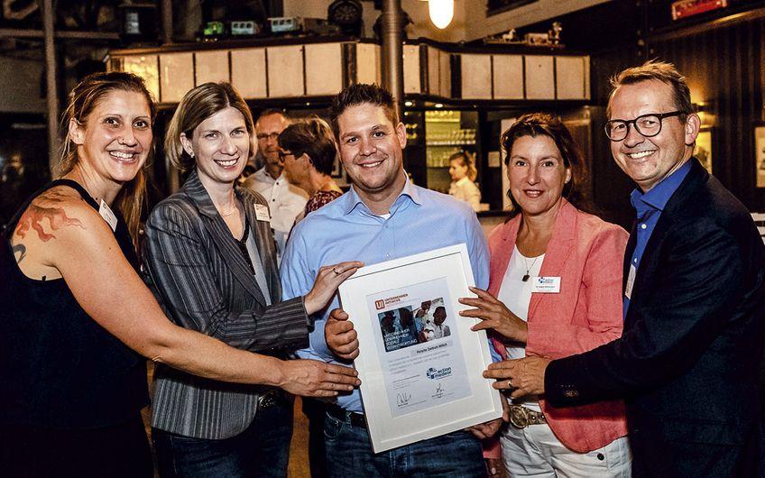 Unternehmer-Initiative Niederrhein: Porsche Zentrum unterstützt Hilfswerk
