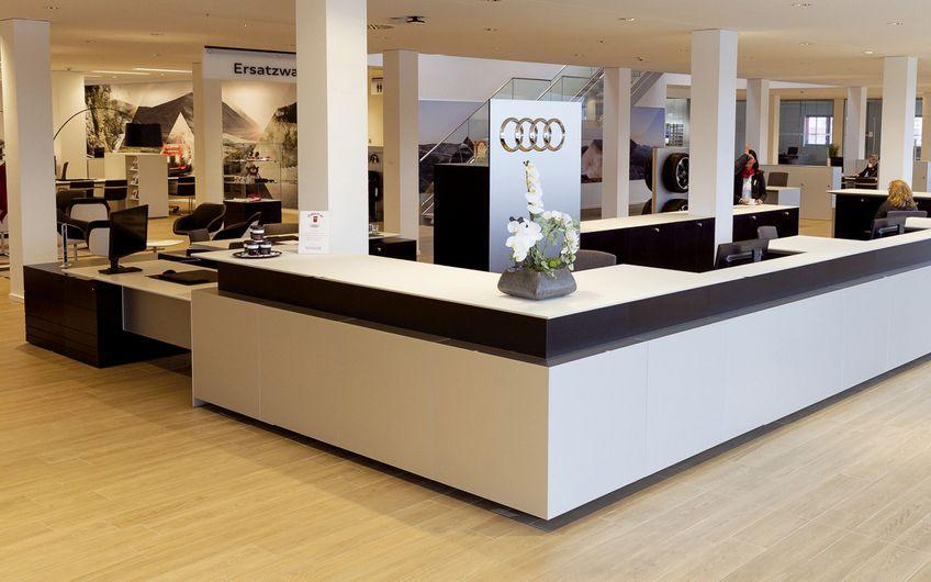 Digitale PoS-Elemente, großzügige Lounge-Bereiche und  modernste digitale Technik schaffen ein Audi-Erlebnis der Extraklasse