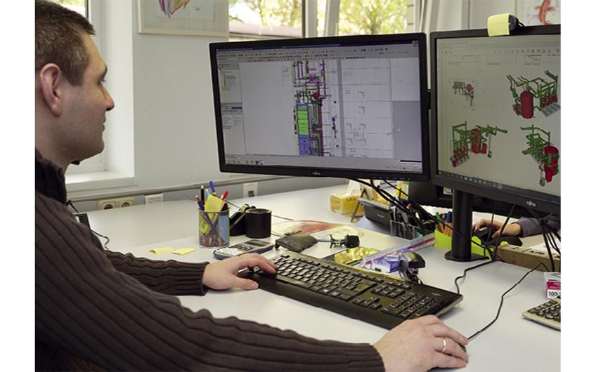 Die vernetzten Pläne entstehen am Bildschirm (Foto: Holger Bernert)