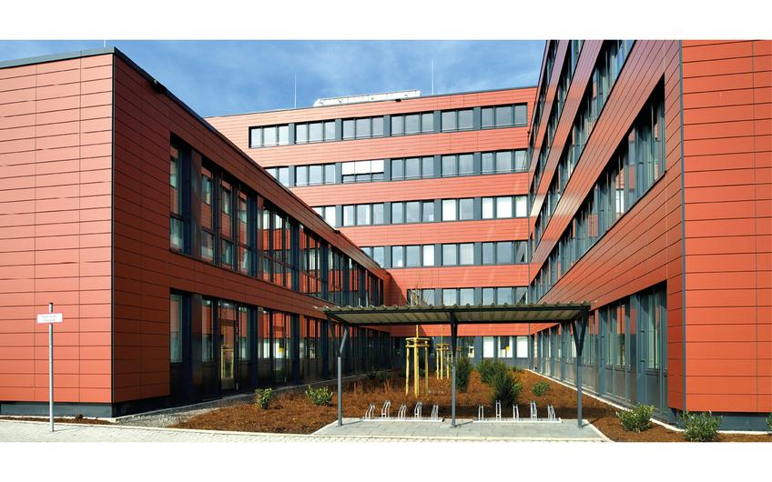 In nur acht Monaten Bauzeit vor Ort wurde das Bürogebäude der Bundesagentur für Arbeit Köln am Butzweilerhof realisiert – Domblick inklusive
