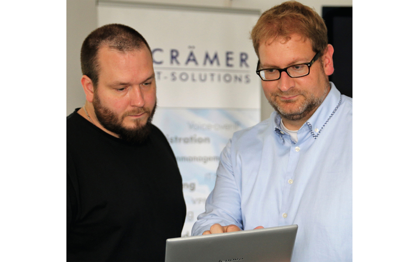 Armin Crämer (r.) im Beratungsgespräch