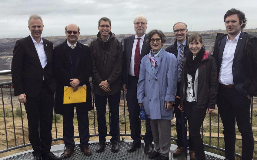 Besuch des Tagebaus Garzweiler mit einer hochrangigen Delegation der EU-Kommission unter der Leitung von Erich Unterwurzacher  (Leiter der Generaldirektion Regionalpolitik und Stadtentwicklung)  (Foto: Rhein-Kreis Neuss)