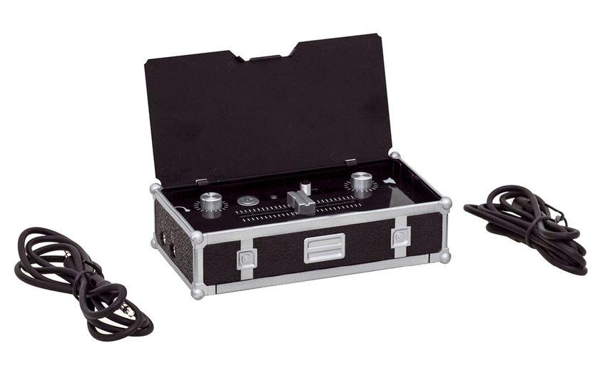 DJ Mini-Mischpult  DJ to go. Dieses Mini-Mischpult bietet zwar weniger Umfang als ein echter Controller, dafür kann man einfach und unkompliziert jederzeit in Kombination mit dem Smartphone die Rolle des DJ übernehmen. UVP 29,95 Euro
