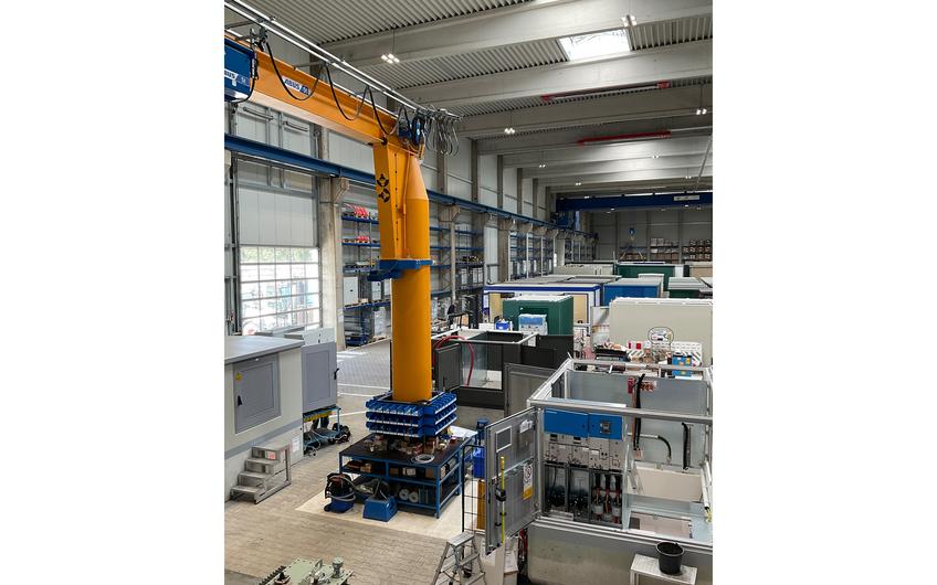 Ein Blick in die Fertigungshalle der Energietechnik