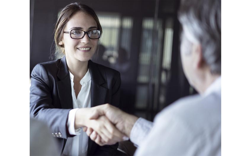 Im Augenblick nicht möglich: Auch Berater müssen Abstand halten (Foto: © sebra – stock.adobe.com)