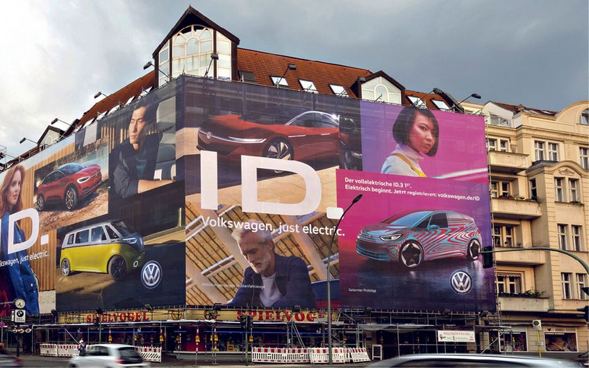 Riesenposter-Umsetzung des Kunden VW am Hohenzollernplatz in Berlin