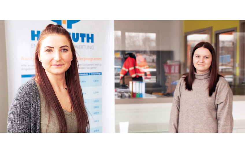 Celina Landsberg und Saskia Howahl (v.l.), Vetriebsinnendienst (© Eva Czaya)