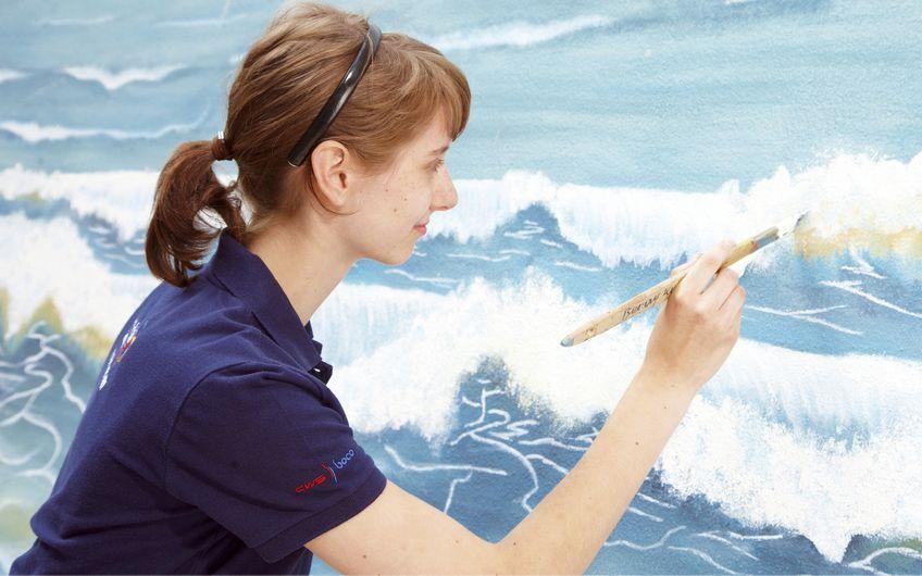 Kunst an der Wand: Auch gestalterisch ist der Maler weit vorn Foto: Bundesverband Farbe/Christian Wyrwa