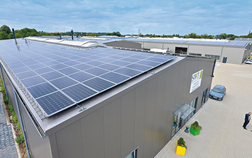 Dank dieser Solaranlage reduziert die Firma SWT ihre Stromkosten um rund die Hälfte