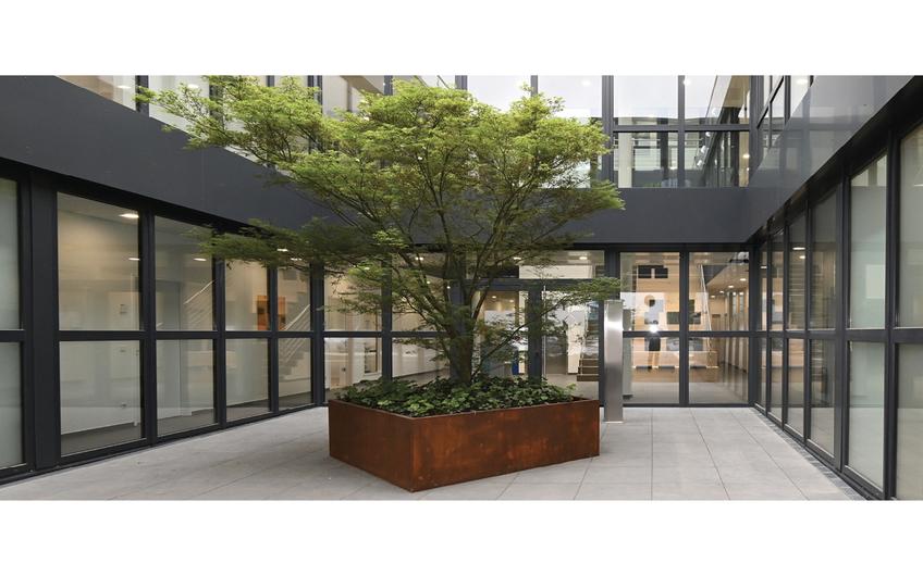 Firmengebäude der Milestone Consult in Kamp-Lintfort mit Eingangsbereich