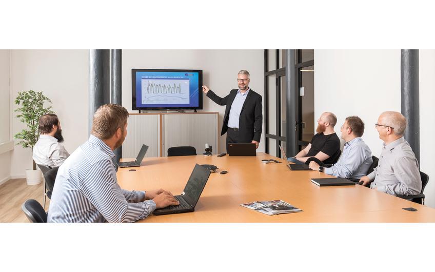 Karsten Koethemann (Mitte) ist CEO der .net IT Systemhaus GmbH mit Sitz in Rietberg (© Dimitrie Harder)