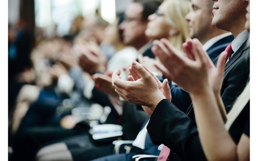 Veranstaltungen als Kontaktbörse für Unternehmen, öffentliche Institutionen und Start-ups (Foto: ©bilderstoeckchen – stock.adobe.com)