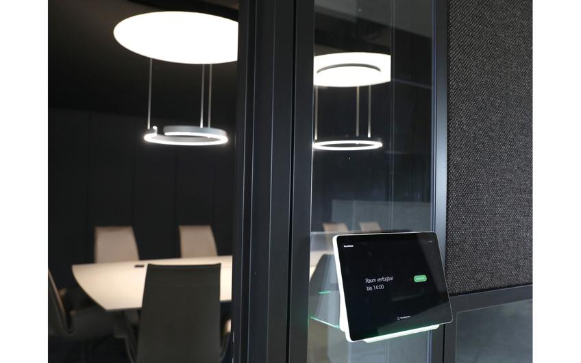 Über Webex-Konzepte von zgoll: können Firmen Informationen, Bilder und Arbeitsprozesse organisieren sowie diese direkt über das Handy auf einem interaktiven Whiteboard anzeigen (© Detlef Ilgner)