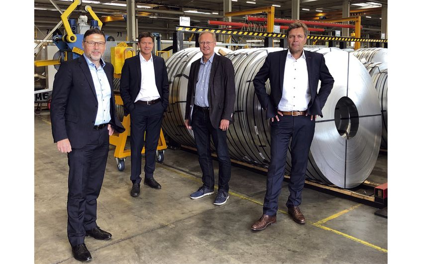 Vertragsunterzeichnung zwischen Gebhardt-Stahl und Kettler: Dirk Thörner, Dominik Hoffmann, Daniel Kettler und Ralf Neuhaus (von links)