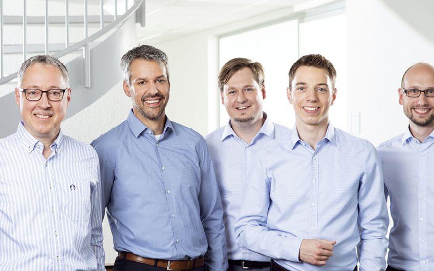 ITB Geschäftsführer Martin Zimmer (links außen) und sein Geschäftsleitungsteam Burkhard Kopp, Sascha Steppling, Felix Zimmer sowie Marc Fischer (v.l.) Foto: ITB GmbH