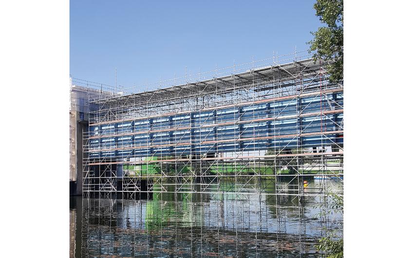 Das Schleusensperrtor in Duisburg