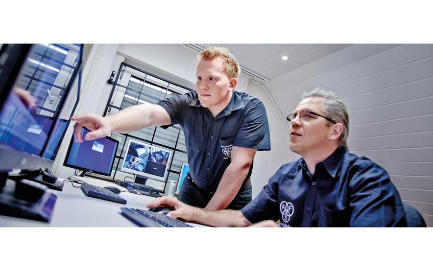 Mit moderner Technik realisiert das Arnsberger Unternehmen die Überwachung unterschiedlicher Areale – vom einzelnen Zugangsbereich bis zum großen Betriebsgelände. (© Christoph & Thomas Meinschäfer)