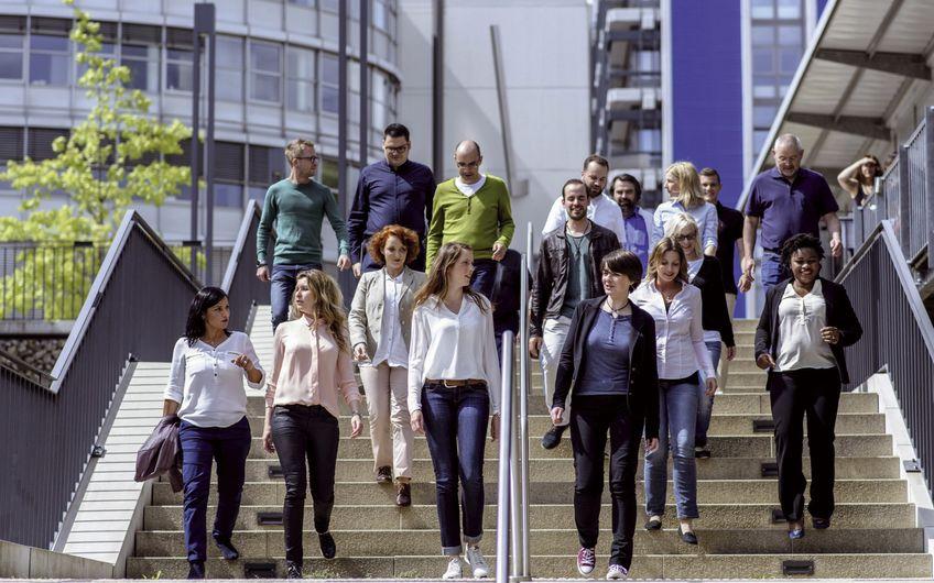 Studierende auf dem Campus der FernUniversität