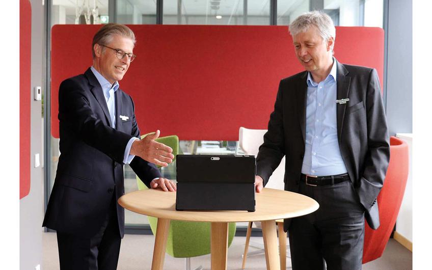 Guido Hildebrandt, Vorstandssprecher der Apetito AG, und Andreas Oellerich, Geschäftsführer Apetito Catering (v.l.) (© Apetito)