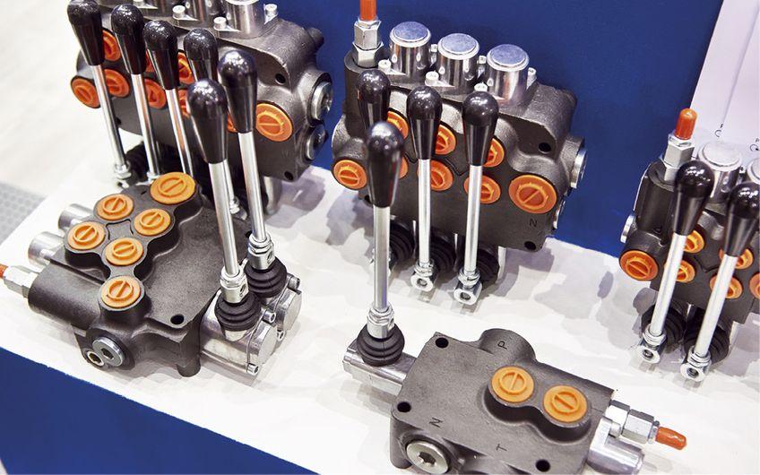 Hydraulische Steuerungstechnik (Foto: ©Sergey Ryzhov – stock.adobe.com)
