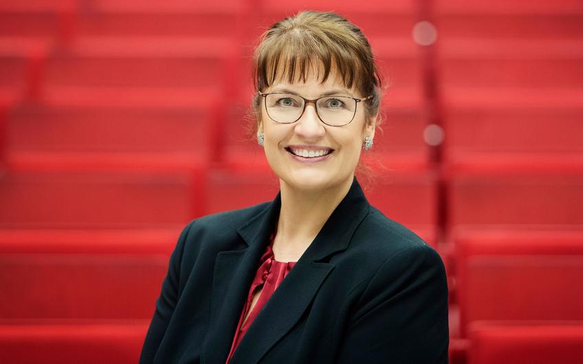 Prof. Dr. Ellen Enkel gehört zum Team des Instituts Motion (© Fotoagentur Ruhr moers_Bettina Engel-Albustin)