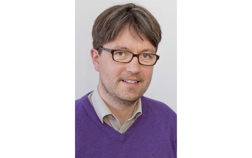 Joachim Hüffmeier, Professor für Sozial-, Arbeits- und Organisationspsychologie an  der Technischen Universität Dortmund (Foto: Roland Baege/TU Dortmund)