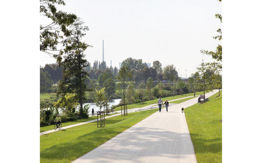 Der Flusspark in Lünen bietet attraktive  Wege und Aufenthaltsbereiche an der Lippe (Foto: Claudia Dreyße)