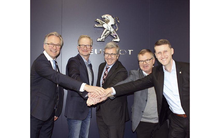 Feierliche Eröffnung: ROSIER Verkaufs- und Serviceleiter Markus S. Beckers, Geschäftsführer Marc Heinen sowie Markus Fuchs, Rudolf Köhler und René Gräser von PEUGEOT Deutschland.