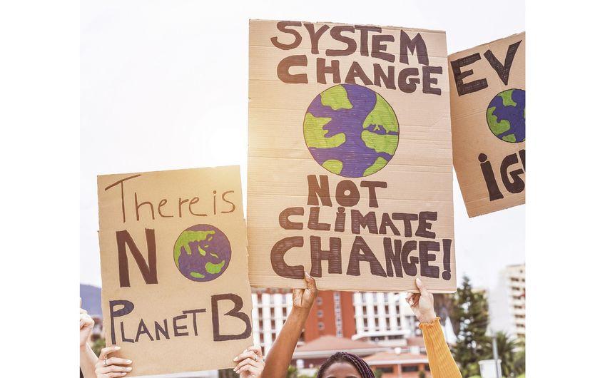 Weltweit demonstrieren Menschen für mehr Klimaschutz (Foto: ©DisobeyArt – stock.adobe.com)