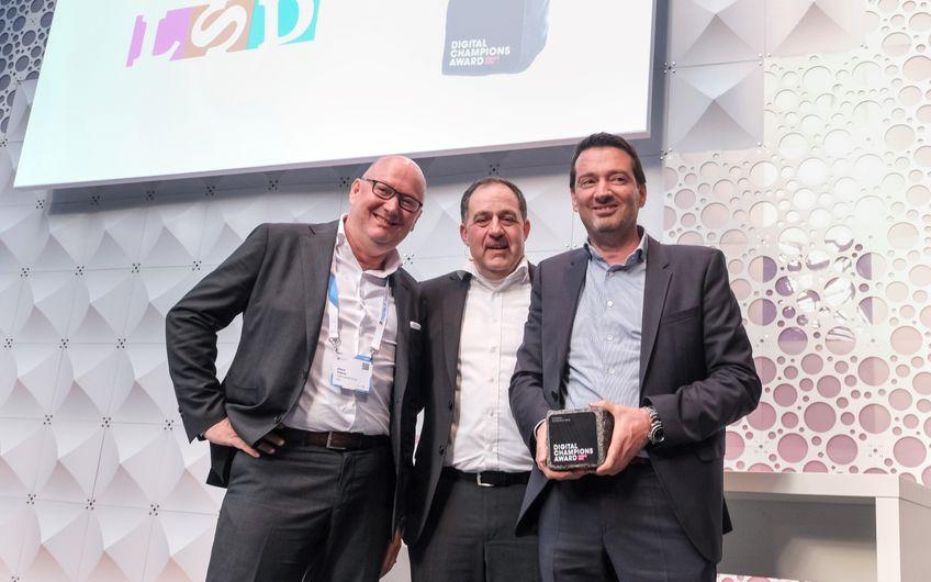 Klaus Finken (Geschäftsführer LSD GmbH & Co. KG und Snoopstar GmbH), Paul Walterscheid (Vertriebsleiter Telekom) und Chris Finken (Geschäftsführer LSD GmbH & Co. KG und Snoopstar GmbH). Foto: Deutsche Telekom