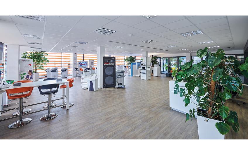 """Im Showroom können Interessenten sich einen persönlichen Eindruck vom """"Büro 4.0"""" machen (© Fotodesign Matthias H. Schütz)"""