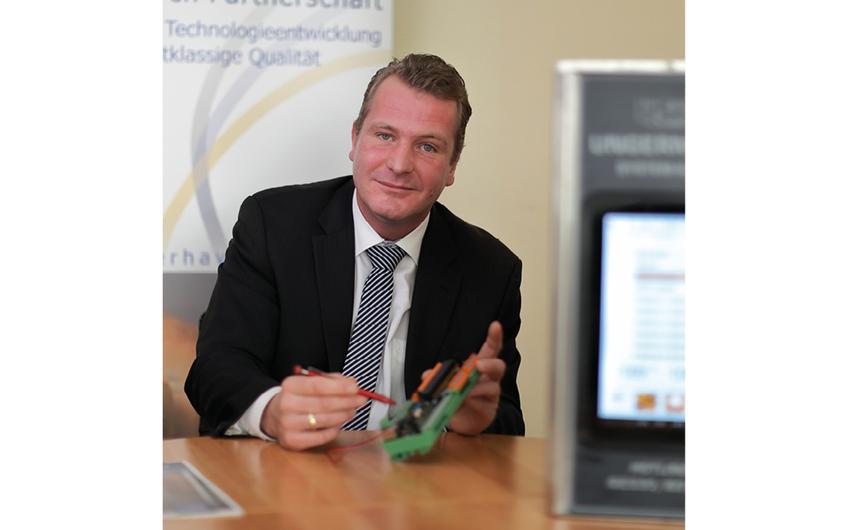 Kai Ungermann erläutert die eigene Steuerelektronik