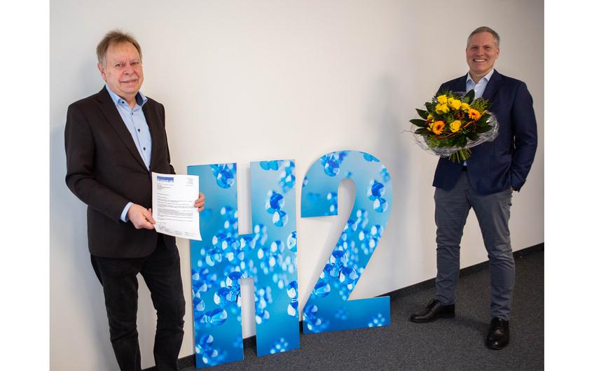 Volker Lindner (li.), Vorsitzender des H2-Netzwerk-Ruhr, mit EWG-Geschäftsführer Andre Boschem